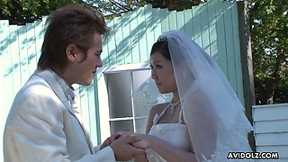 Asian bride Emi Koizumi gives a good blowjob after wedding
