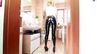Daynia cameltoe in latex leggings then anal fuck