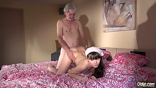 A cute babe seduce an old grandpa and gets banged on the bed