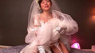 Erito Here Cums The Bride