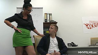 Lustful big breasted driving instructor Vivian Skylight stripteases for stud