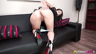 Torrid Spanish raven haired nympho Liz Rainbow wanna flash you her shaved cunt