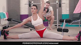 RELAXXXED - Kira Queen titjob and hot fuck session at the gym
