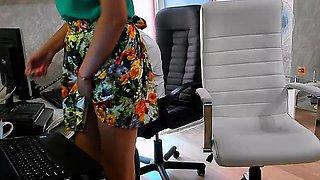 Amateur couple shows office sexgames on webcam