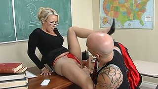 Naughty bald headed dude Derrick Pierce gets BJ from Carolyn Reese