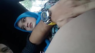 Fingering Hijab Girlfriend In The Car