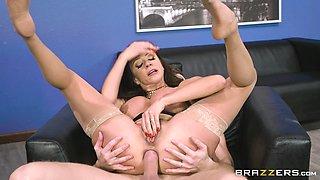 Ariella Ferrera is a curvy MILF craving an anal fuck