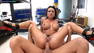 Huge titted Franceska James is a squirting machine