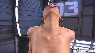 Solo babe drilled with machine in tight cunt