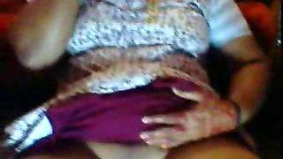 Indian Kadakkal aunty in nightie exposing shaved chut while on phone