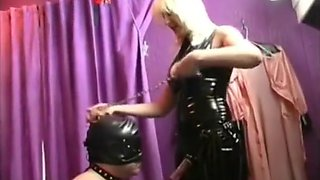SEXY FEMDOM MISTRESS IN LATEX DOMINA GUY WITH STRAPON IN ASSHOLE