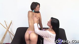 lesbians play with wet cameltoes