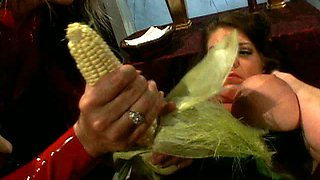 Voracious cook Kayla Quinn use a carrot to polish her wet pussy for orgasm