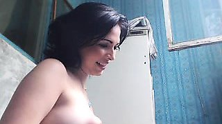 Smoking hot Inez teasing her nipples in a solo vid