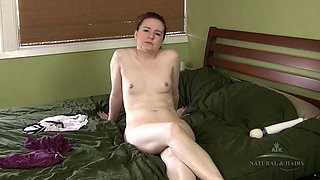 Amateur slut shows off her nude body and spreads