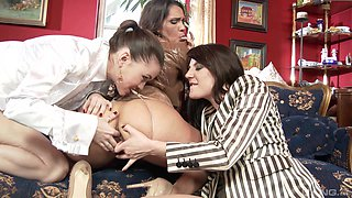 Samia Duarte and Samantha Bentley join a babe for a drunken threesome