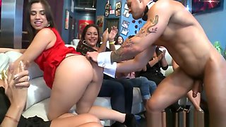 CFNM amateurs giving blowjobs to stripper