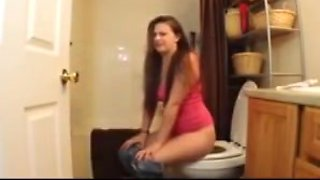 Butthole girls 17 - aurelia on the toilet 2
