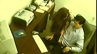 Multitasking Secretary Gives a Handjob