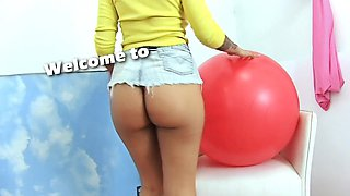 Bubble Butt Latina Working Out Cameltoe Pussy and Big Tits