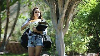 Esperanza del Horno is a university student craving a fuck