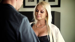 Glamour porn star Jesse Jane loves the big long