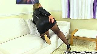 English milf Danielle looks close to perfection