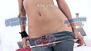 INCREDIBLE BODY Latina Teen In Tight Yoga Leggins Cameltoe