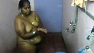 desi- south indian aunty bathing 2