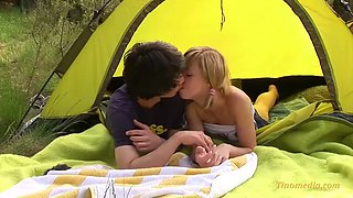 Outdoor teen make out