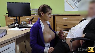 Happy loan manager fucks mouth and cunt of buxom girl
