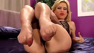 nylon feet comp