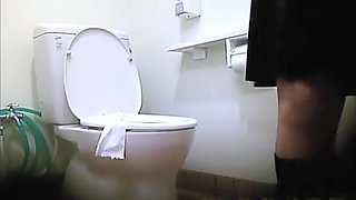 Asian teens caught peeing in toilet