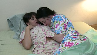 Having been woken up Violet Starr gets a chance to enjoy sensual cuni