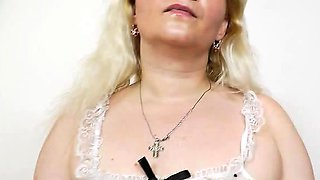 Mature woman Ela Elena going to be pervy on the sofa