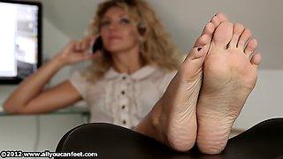 Nati - allyoucanfeet - barefoot secretary