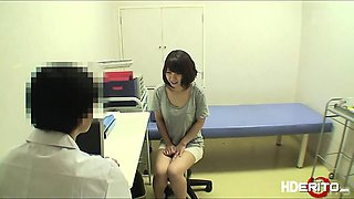 Asian cutie gets creampied by the doctor