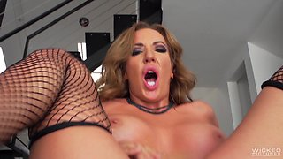 Richelle Ryan is a mature chick who knows how to make a dick hard