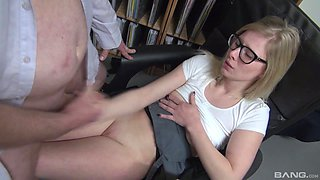 Cock-worshiping Tina Fleur has a stiff one to suck and enjoy