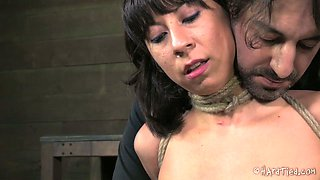 Ruined brunette doxy gets her nipples tied to her feet under pressure