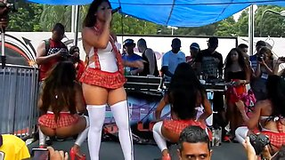 Big Brazilian booties s on stage during a concert