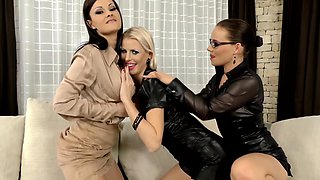 Sensual lesbian threesome with Abbie Cat and her friends in high heels