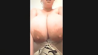 Sexy Chick Is Shooting Milk