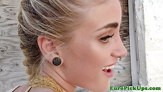 Pierced babe pickedup outdoors before sex