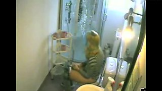 Dutch Blonde in Bathroom 02
