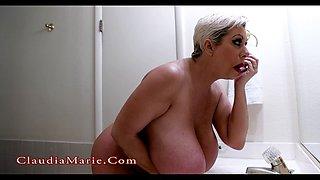big-butt bitch masturbates using a huge dildo