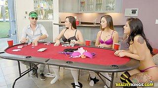 babes lose at strip poker