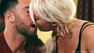 Tanned appetizing blonde beauty London River is made for riding cock