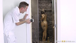 During a massage, Lena Paul gets seduced and fucked by a masseur